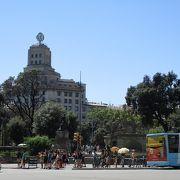 交通の要衝であり、観光の拠点となる広場です。