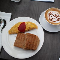 フラトンベアのカフェラテ(朝食)