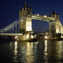 夜のタワーブリッジ