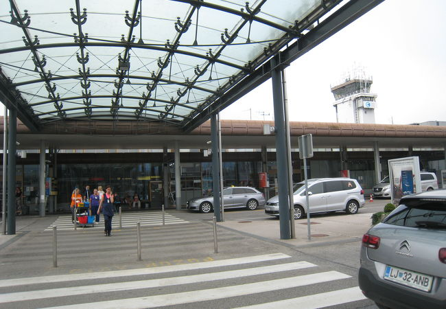 現地手配が始まったLJU国際空港