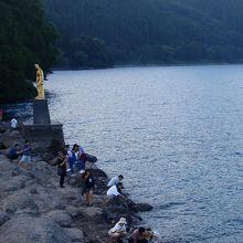 浮木神社から、左