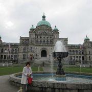 カナダ・ブリティッシュコロンビア州の首 州都ビクトリアに建つ議事堂