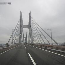 橋を渡っているだけでワクワクします
