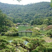 紫雲山も借景にした迫力ある庭園!!