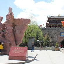 チベット族の英雄ソンツェン・ガンボとそこに嫁いだ漢族の皇女文