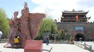 城壁に囲われたチベットの城塞都市!