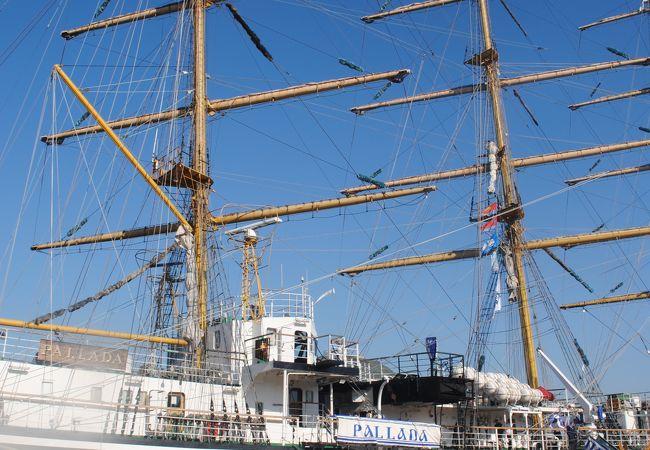 6艘の帆船が長崎港に停泊していました。