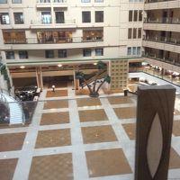 2階からのホテル内側の吹き抜けはすごい