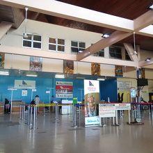 ホニアラ国際空港 (HIR)