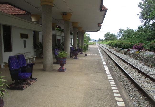 ワット ヤンサンワララーム駅