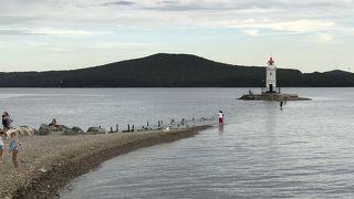 海に立つ灯台