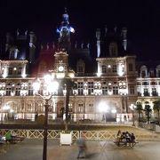 芸術の街の市庁舎