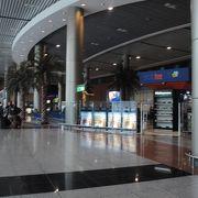 現地旅行会社に依頼して、空港でエジプトビザを取得しました。スムースでした。