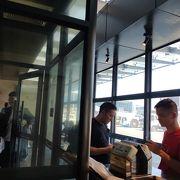 第2ターミナル内喫煙所あります
