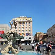 ベルニーニの噴水のある広場