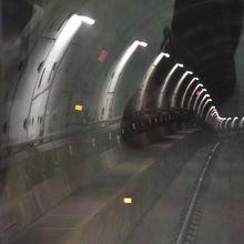 高架だった電車も市内中心部に近づくと地下を走る