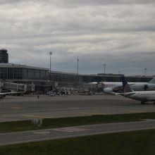 駐機場に向かうときの空港の風景