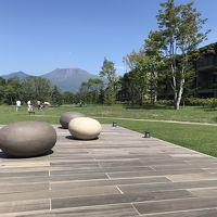 浅間山が一望できる、素敵なロビー前の中庭