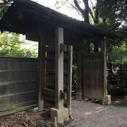 庭園に入る門