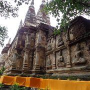 遺跡風のお寺
