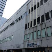 京阪京橋駅の大型ショッピングモール。