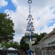 観光エリアのほど近くにある緑あふれる青空市場