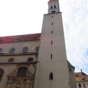 ミュンヘン市庁舎のからくり時計が良く見えます