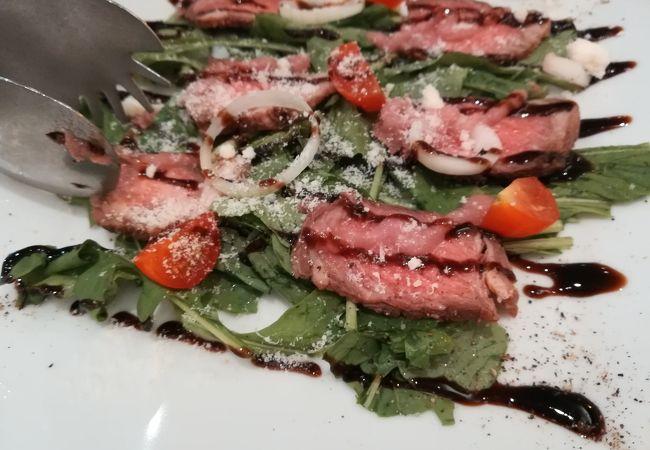 牛肉のサラダが美味しいです