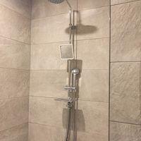 大きなシャワーと普通サイズのシャワー