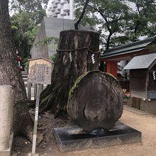 神社の右側の奥です。