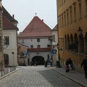 聖マルコ教会への通路にある石の門