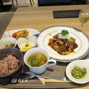 大阪初出店黒酢レストラン「桷志田」(かくいだ)があります