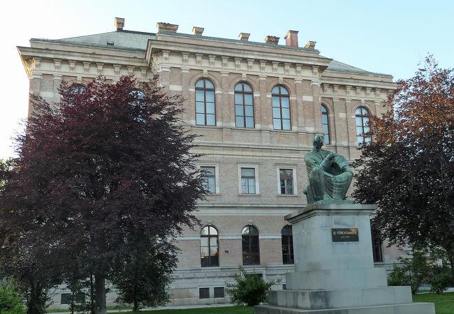 イタリアやフランス絵画も沢山展示されているストロスマエル美術館