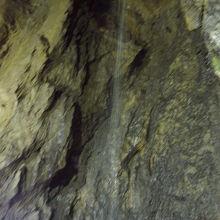 鍾乳洞内の様子。