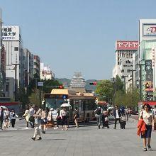 駅の真正面に姫路城