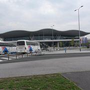 市内へは空港バスより市バス290番が安くて便利な場合があります