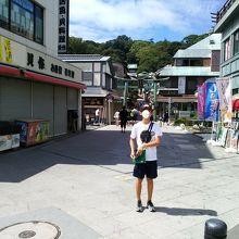 江の島に上陸して江の島の商店街風景