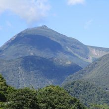 知床国立公園に指定された知床半島にある火山群の主峰及び最高峰で海抜1661mの山です。