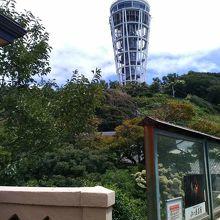 奥津宮方面参道から見える江の島シーキャンドル