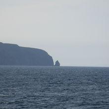 島の名は、アイヌ語の「テウレ(魚の背腸)」、もしくは「チュウレ(足)」に由来すると言われている「鳥への思いやりとマナーの島」です。