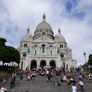 モンマルトルの丘はパリ観光に必須