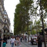 パリに行ったら散策必須の通りです
