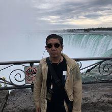 カナダ滝の滝口はすぐ間近で観られますが柵が低いので注意