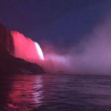 ライトアップされたカナダ滝