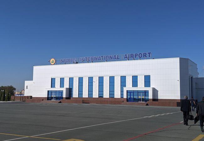 ヌクス空港 (NCU)