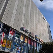 京急川崎駅前のショッピングセンター