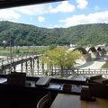 錦帯橋を眺めながら