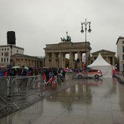 悪天候でも大勢の人がいました。