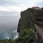 断崖絶壁の上に建つ寺院
