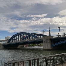青色の橋です
